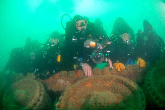 Divers pose for a final group shot at the end of the survey (Tank B)