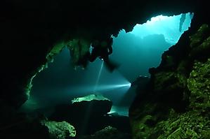 Underwater laser show